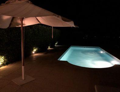 Pool area Villa Linnazello at night